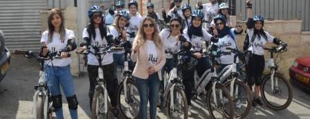 البنك الوطني ينشر التوعية بمرض سرطان الثدي في القدس